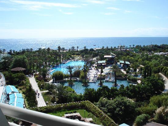 Concorde De Luxe Resort: vue mer de la chambre côté piscine