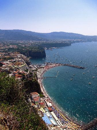 Iaccarino Sorrento Limousine Service: Beautiful Amalfi coast upon arrival with limousine
