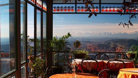 Brunate, Italy: Panorama dal portico