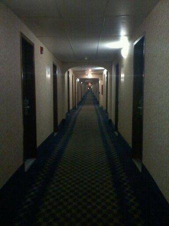 Baymont Inn & Suites Greensboro/Coliseum: Mystery mile long hallway