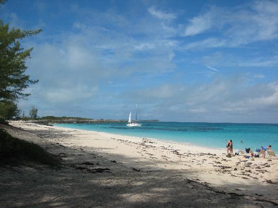 Club Land'or Resort: Rose Island beach