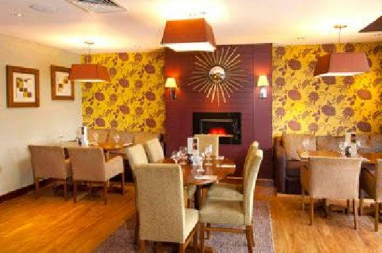 Premier Inn Rochester Hotel: Quality dining experience in our restaurant