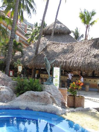Las Palmas by the Sea: The other pool and the beach bar