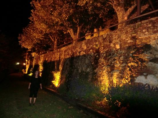 Castell de l'Oliver Hotel: de camino al restaurante