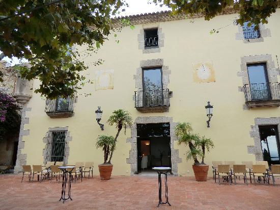 Castell de l'Oliver Hotel: la parte de la terraza