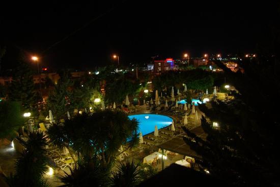 โรงแรมอนาสตาเซีย: Night Photo