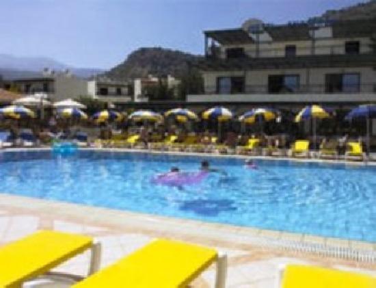 โรงแรมอนาสตาเซีย: main Pool