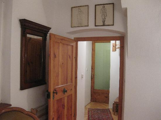House at the Big Boot: Small entrance hall/foyer with 2 doors
