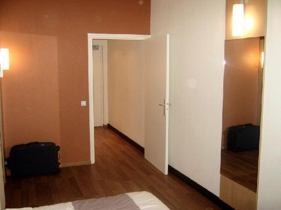 Ibis Dunkerque Centre : Room Shot 2