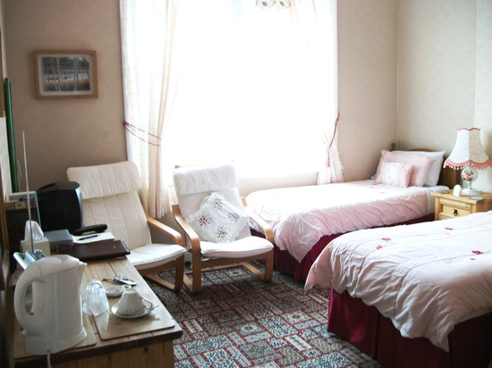 Hollins House: Twin ensuite room