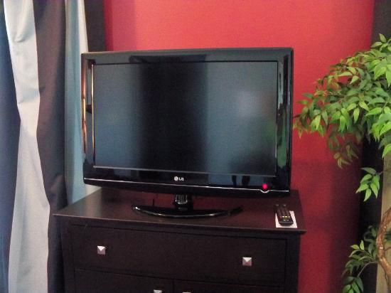 Homewood Suites by Hilton Leesburg: TV and Dresser