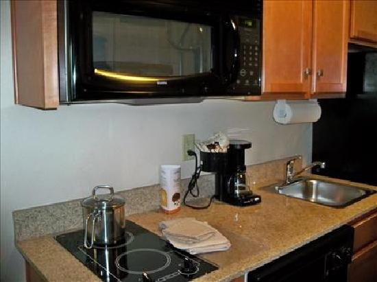 Candlewood Suites Winchester: Kitchen
