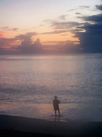 Vero Beach, Floryda: Lone fisherman off the beach at Reef Ocean