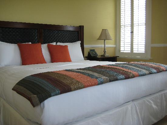 Majestic Inn and Spa: room - very comfortable bed