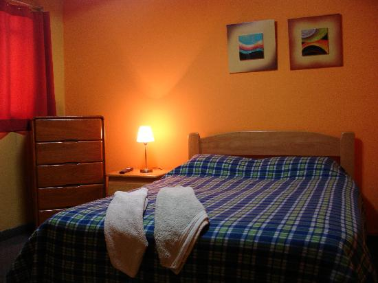 Hitchhikers Backpackers Lima Hostel: Double Bedroom with Private Bathroom and LCD Tv Cable