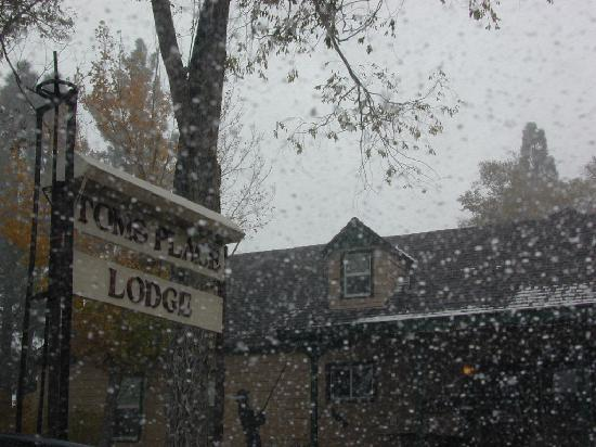 Tom's Place Resort: Snowy Autumn Weekend