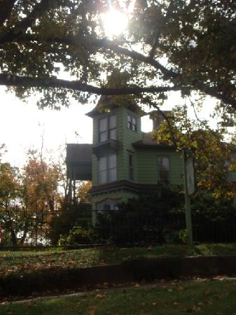 Branson House Bed & Breakfast: Beautiful House on a Beautiful Hill with Beautiful Fall weather