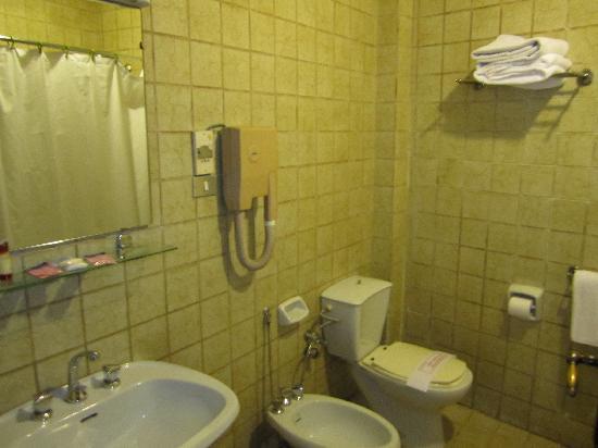 Cosmopolitan Hotel: Bathroom