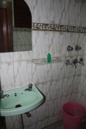 Hotel City Palace: baño