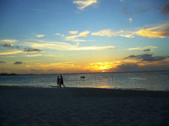 Провиденсиалес: Sunset