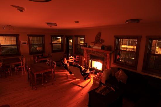 Fireweed Hostel: Living room by firelight