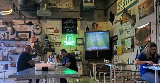 KD's Bar-B-Q: Big screen TV
