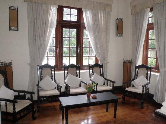 Ceybank Rest : Living room (2)