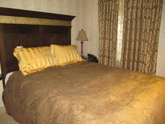 The Royal Private Residence Club: 2nd Bedroom - small but comfy