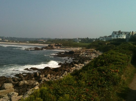 Beachstone Bed & Breakfast: Cliff Walk gets pretty rugged.