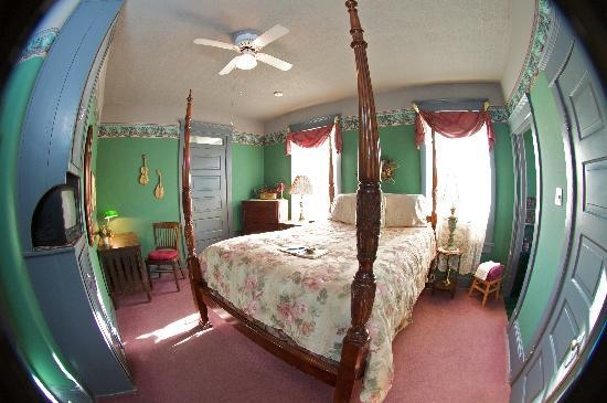 The Josephine Bed and Breakfast : That great Castle Suite