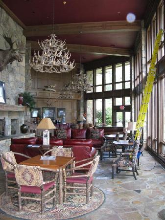 Ridges Resort & Marina: Main lobby