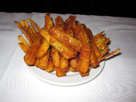 Porterhouse Bistro: Basket of fries