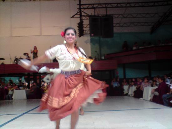 Brisas del Titicaca: un lindo tondero, chica muy guapa