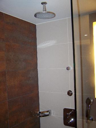 ATLANTIC Congress Hotel Essen: Shower With 2 Different Shower Heads
