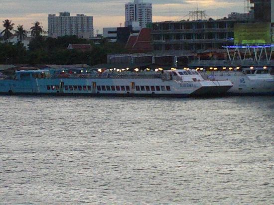 River Side Bangkok Dinner Cruise Ship