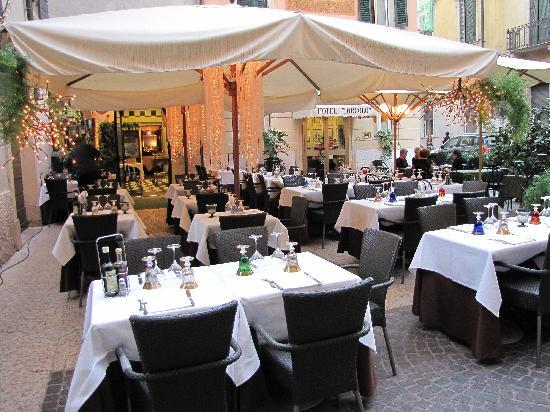 Hotel Torcolo: Beautiful restaurant right in front of the hotel