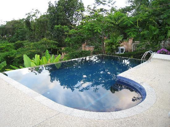 Rising Sun Residence: Jacuzzi swimming pool