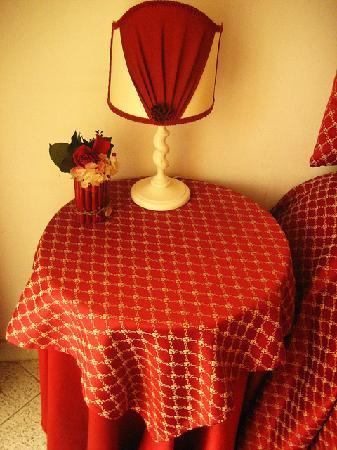 A Casa di Serena a San Pietro: Bedside table...color coordination