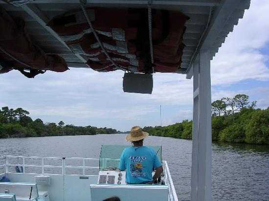 Merritt Island, FL: Going up a canal