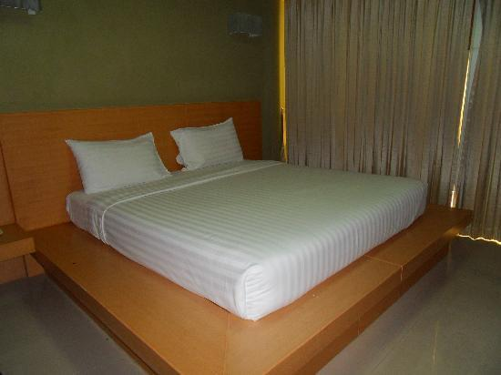 Patong Voyage Place: Huge bed