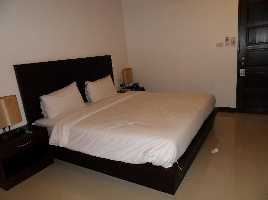 Patong Voyage Place : Very big and har bed.. nice!