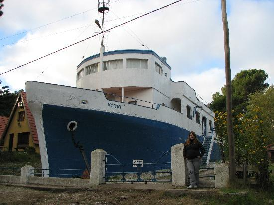 Pehuén-Co, Argentina: Foto de la CASA BARCO construida en cemento...