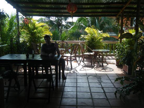 Golden TaKeo Guesthouse: Roof top terrace