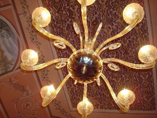 Charme B&B Alhambra: lampara de la habitacion