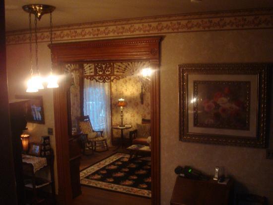 Hasseman House B&B: foyer inside main entrance