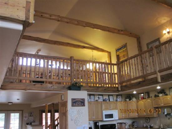 Mountain Goat Lodge: loft lounging area, library & rooms