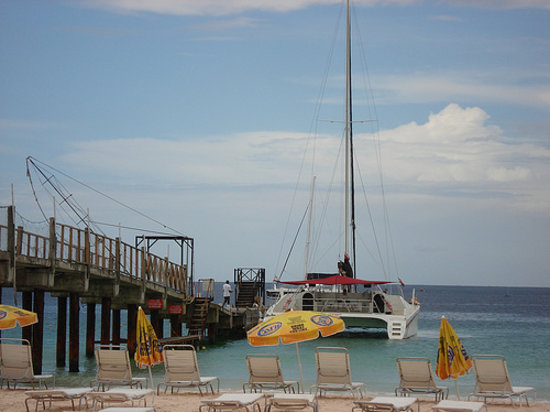 Heatwave Catamaran Sailing Day Cruises : Heatwave at pier