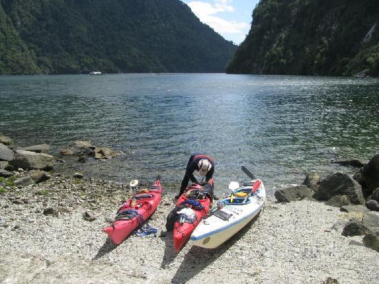 بويرتو فاراس, شيلي: Lunch break in Cahuelmo fiord, Parque Pumalin