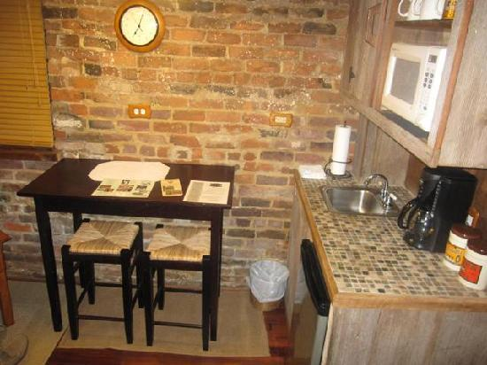 The Inn at the Crossroads: Kitchen Area of Summer Kitchen Cottage
