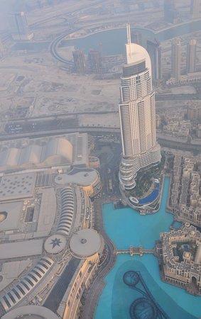 Burj Khalifa: Blick von der Aussichtetage / Fontänen-Anlage